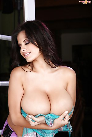 Big Boobs Girls Pictures