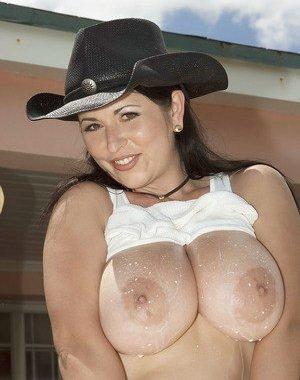 Brunette Big Boobs Pictures